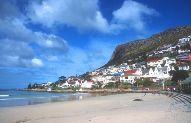 пляж Fish Hoek Beach. Кейптаун (Южная Африка)
