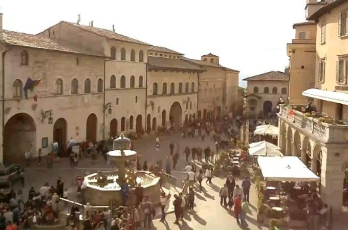 фонтан, Ратушная площадь. Ассизи (Италия)
