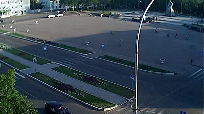 Площадь перед администрацией города. Ишимбай, Башкоркостан (Россия)