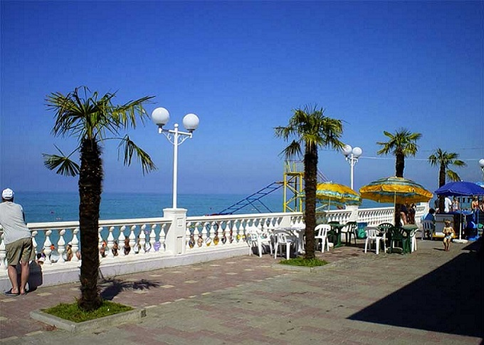 пляж, гостиница Кавказ. Лазаревское, Сочи (Россия)