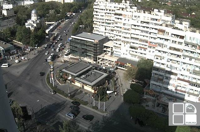 Московский проспект, перекресток. Кишинев (Молдавия)