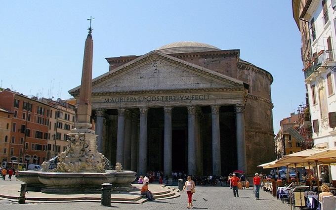фонтан Пантеона, пл. Ротонда. Рим (Италия)
