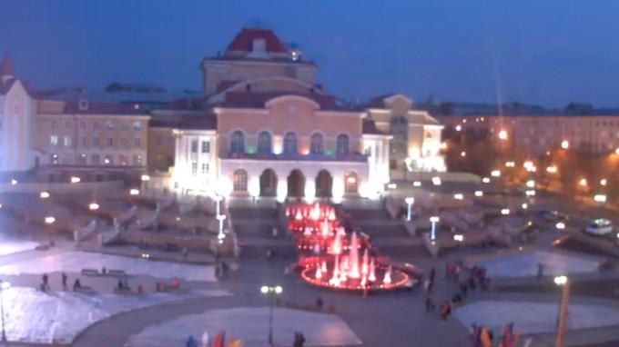 Театр им. Н.А. Бестужева, каскад фонтанов. Улан-Удэ (Россия)